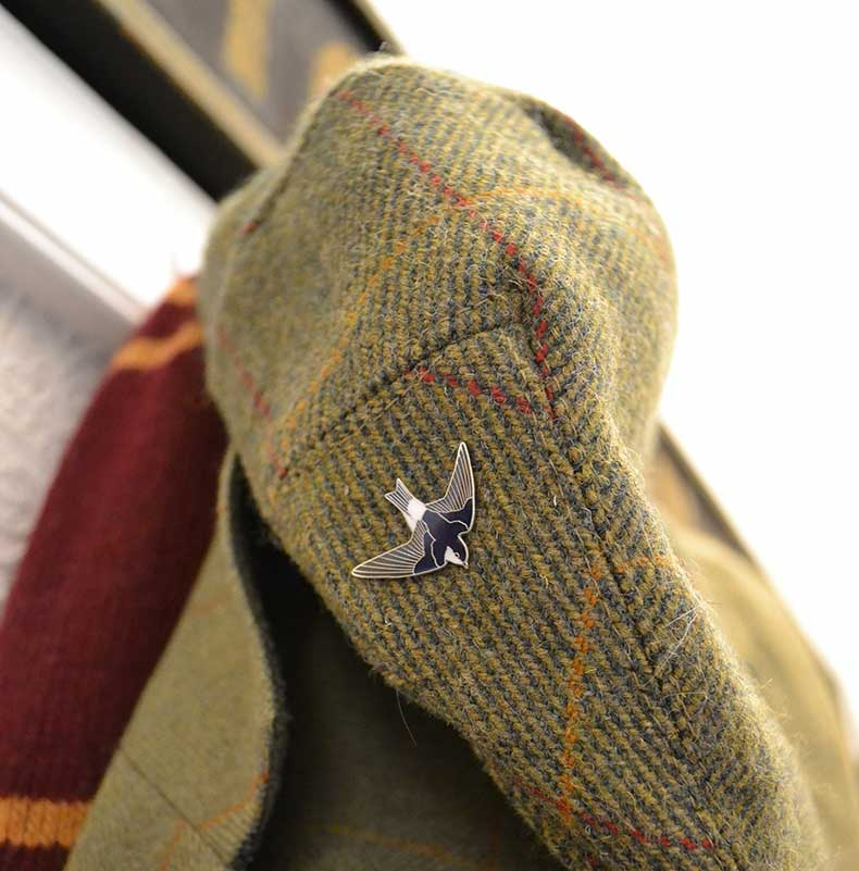 Tweed cap with swallow badge