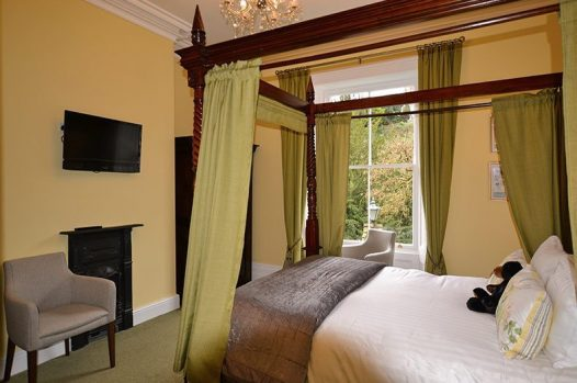 Four-poster bed at Glendon bed and breakfast