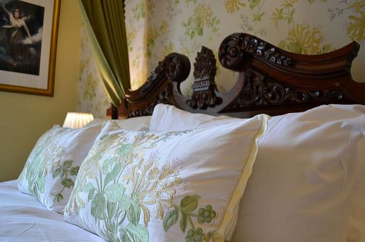 Headboard and pillows of Four-poster bed