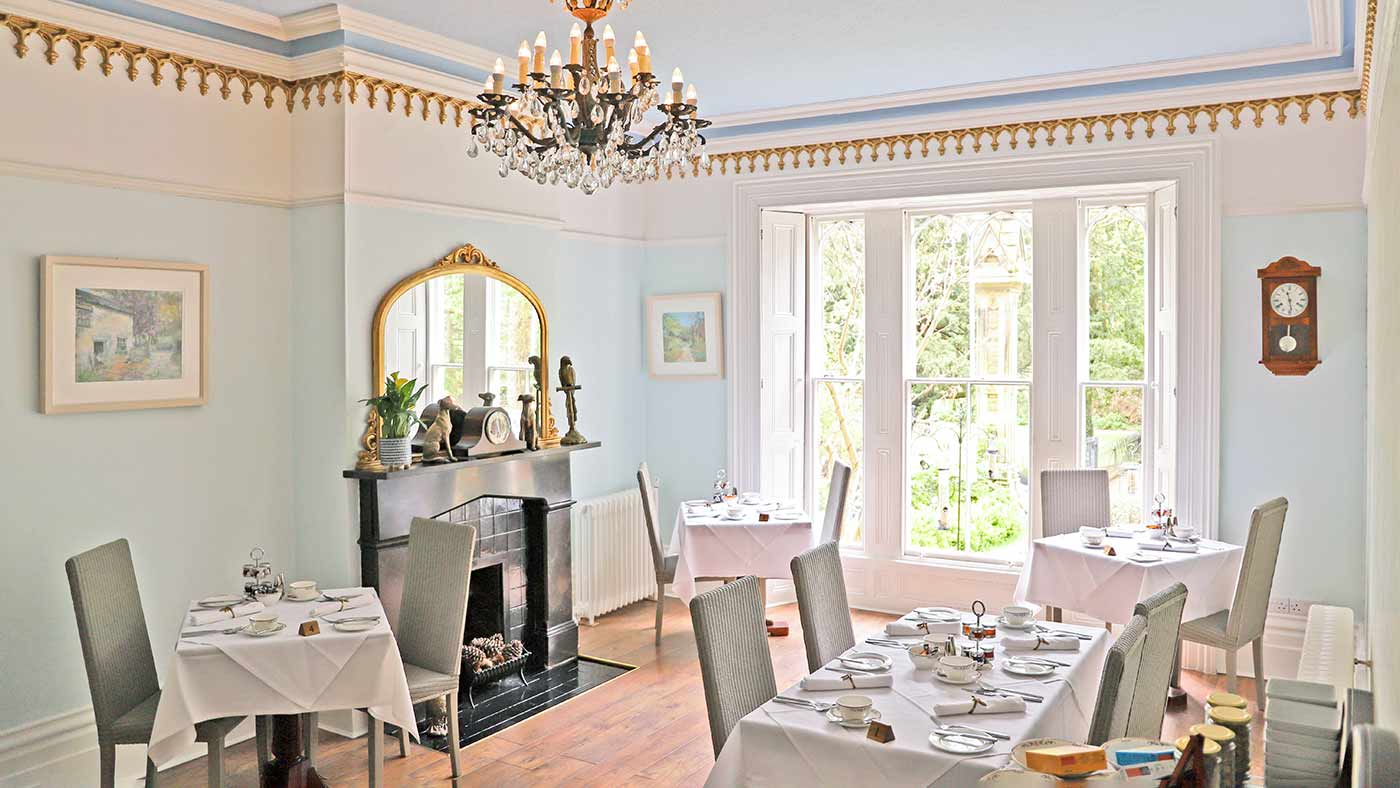 Glendon bed and breakfast dining room