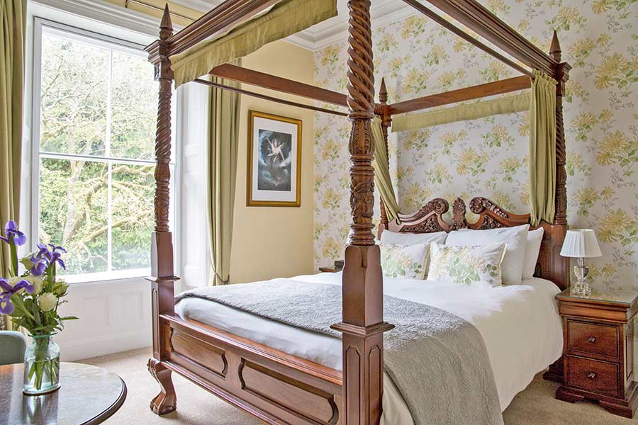 Four-poster bed at Glendon