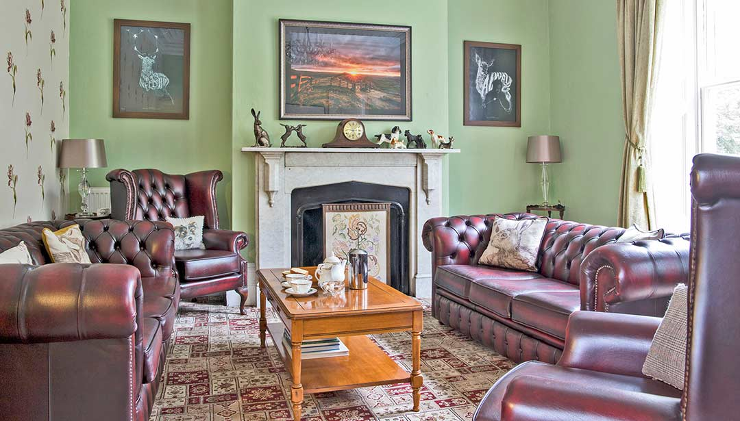 Picture of Mam Tor in Glendon Guest sitting room